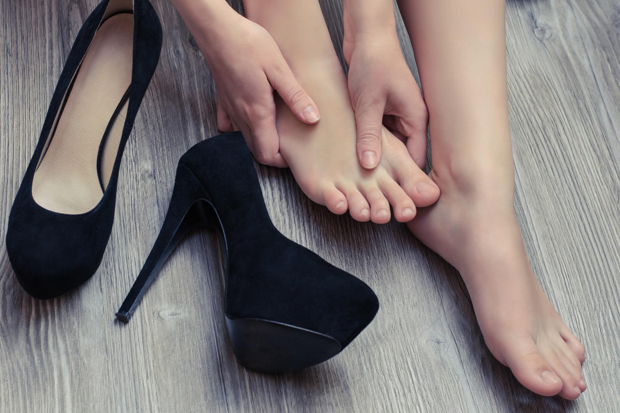 foot pain high heels woman feet rub height lengthening women surgery cosmetic.jpg