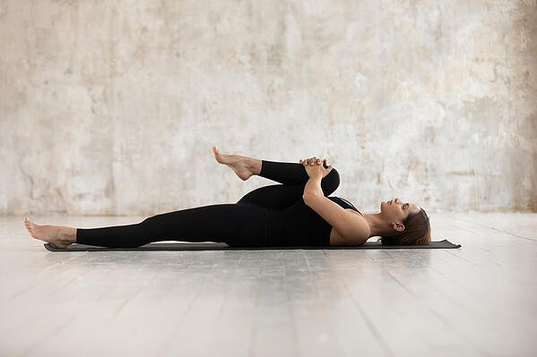 knee-to-chest-stretching-for-leg-length-discrepancy
