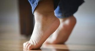 toe-walking.jpg