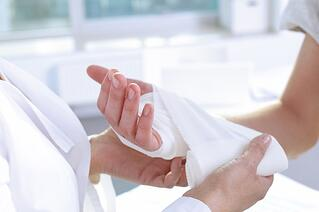 woman-with-broken-hand-fracture.jpg